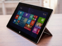 Why Microsoft needs small tablets