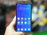 Huawei's new focus on high-end phones is a good idea, but won't be easy
